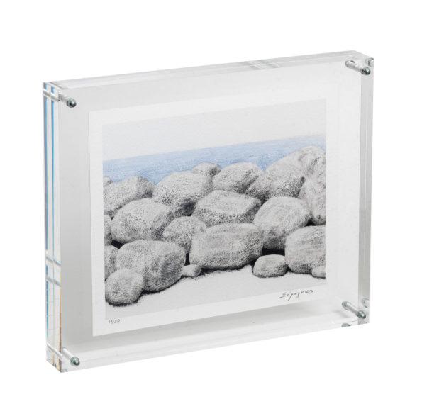 Πέτρες πλάι στην θάλασσα
